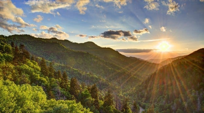 How to Choose Between Staying in a Gatlinburg or Pigeon Forge Cabin
