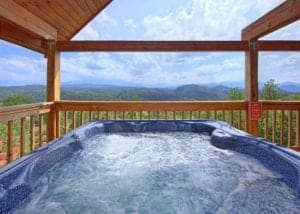 Hot tub on the deck of A Smokin' View cabin.