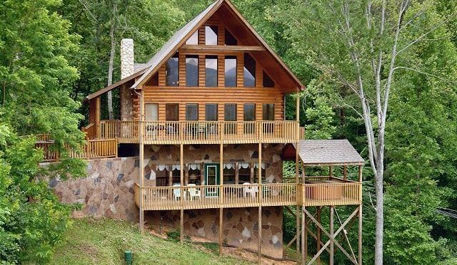 5 Reasons Large Cabins in the Smoky Mountains are Perfect for a Church Retreat